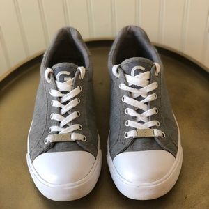 G BY GUESS OLEEX SNEAKER. 6.5. EUC